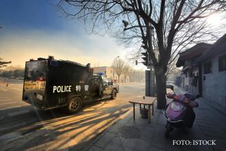 Un barbat cu probleme psihice a ucis 2 oameni si a ranit 18 in China. Omul era inarmat doar cu un cutit. VIDEO