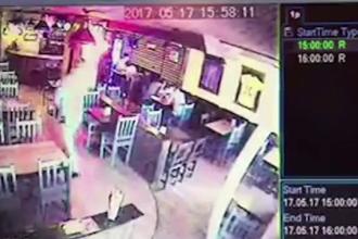 Barbatul care a fost filmat cand a furat 600 de lei si doua telefoane dintr-un magazin din Bacau, retinut