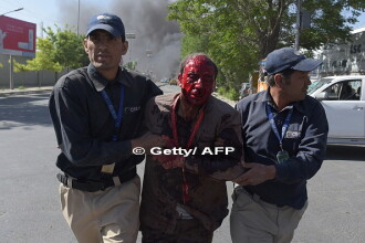 Atac cu masina capcana in cartierul diplomatic din Kabul. Reuters: Peste 90 de oameni au murit, iar 400 sunt raniti
