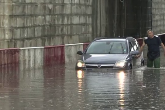 Furtuni torentiale si strazi inundate in mai multe judete din tara. Avertizarea meteorologilor pentru ziua de joi