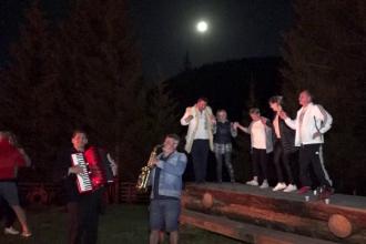 Turiştii care au ajuns în Bucovina în această vacanţă au îmbinat ospețele cu plimbările în aer liber