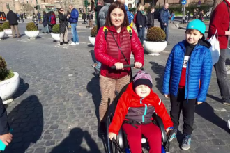 O mamă s-a luptat cu statul român ca să aducă în țară un medicament de 70.000 de euro