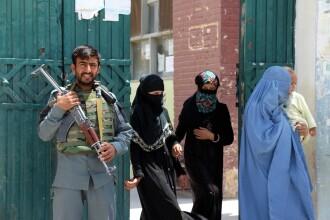 Atentator împuşcat cu câteva clipe înainte de a se arunca în aer, la Kabul