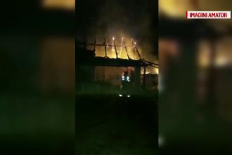 Incendiu puternic într-o comună din Timiș. Focul s-a extins și la o altă casă