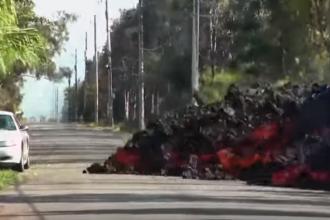 Momentul în care o maşină a fost înghiţită de lavă, în Hawaii. VIDEO