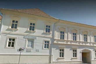 Tavane prăbuşite la un liceu din Blaj. Au fost afectate trei săli de clasă și sala de sport