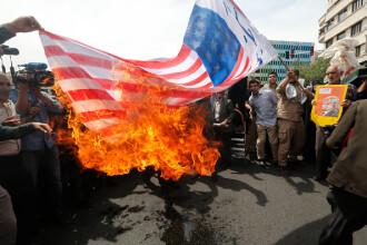Iranul amenință să repornească programul nuclear. În Teheran, drapelul SUA a fost ars din nou