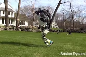 Entuziasm și teamă în urma unei înregistrări cu un robot umanoid alergând. VIDEO