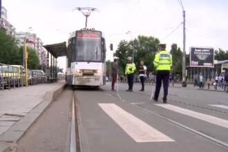 Femeia lovită de tramvai în Capitală vorbea la mobil. Prima declarație a vatmanului