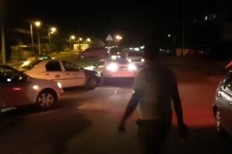 Taximetrişti din Timişoara, atacaţi cu parul de mai mulţi tineri, după un accident în trafic