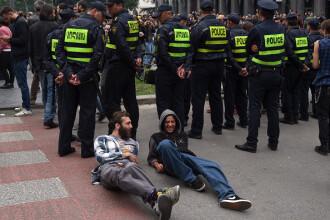 Proteste pe muzică electronică, în Tbilisi, după raiduri antidrog în cluburi. VIDEO