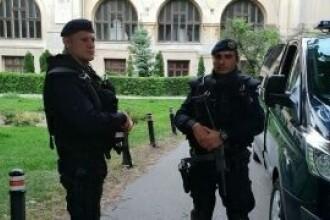 Explicația Jandarmeriei privind prezența echipajului înarmat la protestul din Piaţa Victoriei