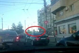 Copii scoși pe trapa unei mașini care circula cu viteză în Timișoara. Primele sancțiuni. VIDEO