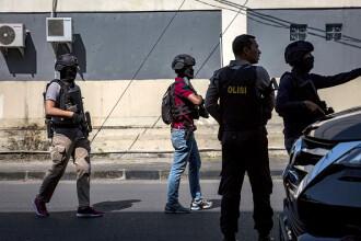 Explozie la un sediu de poliție din Indonezia. Atentate sinucigaşe în serie