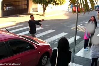 A ameninţat cu arma mai multe mame aflate în faţa şcolii. Reacţia avută de una dintre ele i-a adus sfârşitul. VIDEO