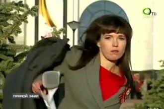 Reacția amuzantă a unui reporter atunci când își dă seama că este în direct
