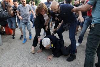 Primarul din Salonic, în vârstă de 75 de ani, bătut de extremişti pe stradă