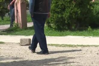 O elevă din Răcari susţine că a fost agresată sexual de îngrijitorul liceului. Profesorii îl apără