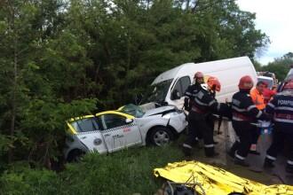 Doi morți și 3 răniți, în urma impactului dintre o dubă și un autoturism, în Vâlcea