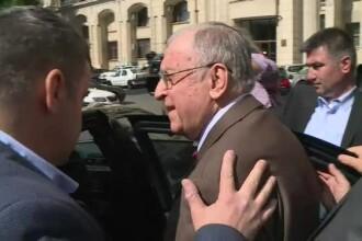 """Gestul făcut de Ion Iliescu, după ce un bărbat i-a strigat: """"Ești un criminal! Comunistule!"""""""