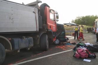 Un microbuz cu număr de România s-a lovit de un camion în Ungaria. Sunt 9 morți