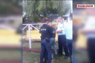 """Şase poliţişti acuzaţi că ar fi bătut un adolescent: """"I-au spart arcada"""""""