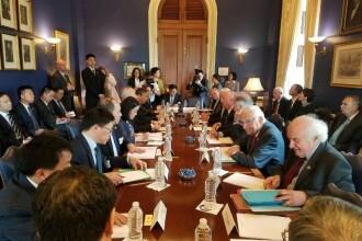 O fotografie de la negocierile SUA-China a devenit virală. Indicator al noii realtăți globale