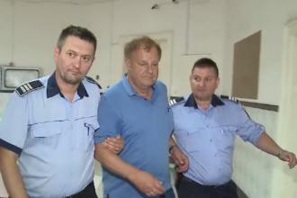 Un om de afaceri austriac din Arad racola minore și le poza în poziții indecente