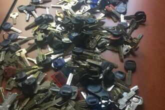 Bărbat prins pe stradă cu 350 de chei la el. Ce s-a găsit în locuinţa sa