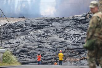 O stradă din Hawaii a fost înghiţită de