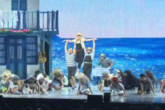 Patru mii de oameni au cântat și au dansat la spectacolul Mamma Mia, la Sala Palatului