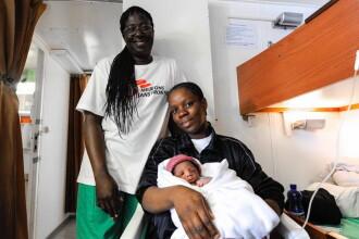 Bebeluş născut la bordul navei Aquarius, care salvează imigranţi din Mediterana