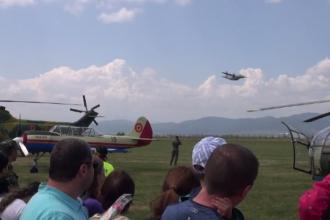Show aviatic impresionant pe aerodromul Ghimbav din Brașov. Acrobaţiile piloţilor au ţinut publicul cu sufletul la gură