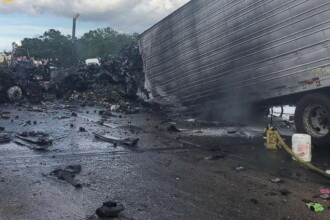 Accident înfiorător pe o autostradă din SUA. 4 persoane au murit și 13 sunt rănite