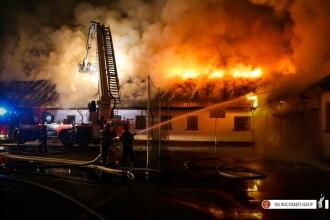 Incendiu puternic la o școală din București. Întreaga clădire a fost distrusă