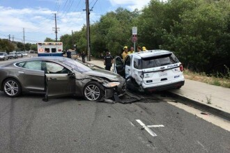 O mașină Tesla pe autopilot, implicată într-un nou accident. Șoferul a fost rănit