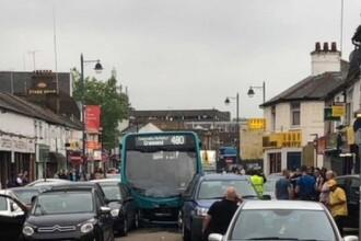 25 de mașini avariate și 16 răniți, după ce un autobuz a intrat în plin într-o coloană de mașini