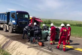 Un șofer a murit după ce s-a ciocnit pe contrasens de un camion, în Botoșani