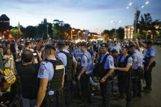 """Șeful Jandarmeriei, schimb de replici cu protestatarii: """"Suntem singura ţară din Europa în care manifestați așa"""""""