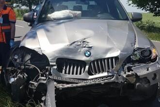 Accident în Constanța: două mașini s-au lovit frontal, după explozia unei anvelope