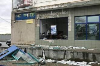 Bancomat din Arad, aruncat în aer. De ce n-au plecat hoții cu bani