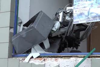 Cine golise bancomatul din Arad înainte de explozie. Hoţii ştiau programul poliţiei
