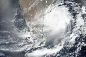 Sute de mii de oameni, evacuaţi din calea unui ciclon. Vântul poate ajunge la 200 km/h