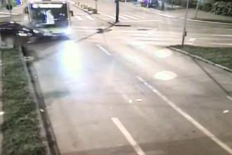Un autobuz în care erau mai mulţi deţinuţi, implicat într-un grav accident. Ce s-a întâmplat