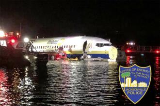 Un Boeing 737 cu 143 de oameni la bord a ieşit de pe pistă şi a ajuns în râu
