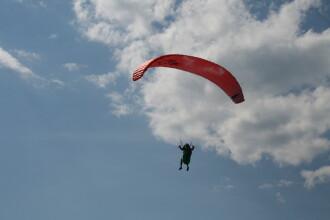 O femeie a căzut cu parapanta, de la 10 metri înălțime, în Iași