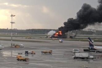 Avion cuprins de flăcări, în aer, pe aeroportul din Moscova. Cel puțin 5 răniți