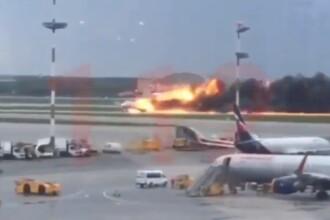 Momentul în care un avion cu pasageri, cuprins de flăcări, a aterizat ca o minge de foc