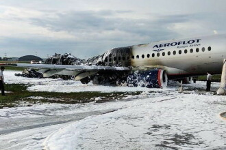 Declaratia pilotului avionului care a luat foc după aterziarea forţată, la Moscova. Ce s-a intamplat in cabina