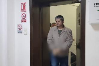 Bărbatul care a amenințat cu un atac cu rachetă, inculpat. Cum explică arsenalul din casa lui
